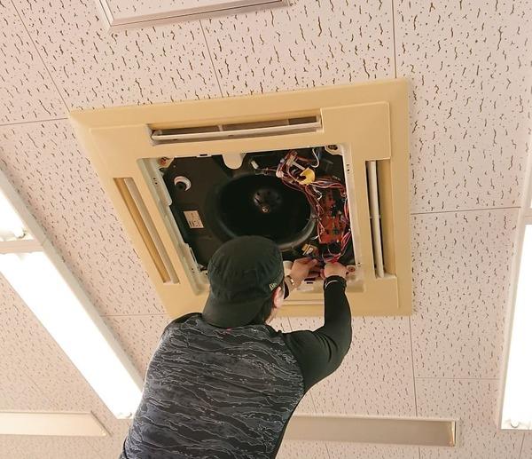 京都府木津川市 業務用エアコンクリーニング 天カセ4方向型 (オフィス様)