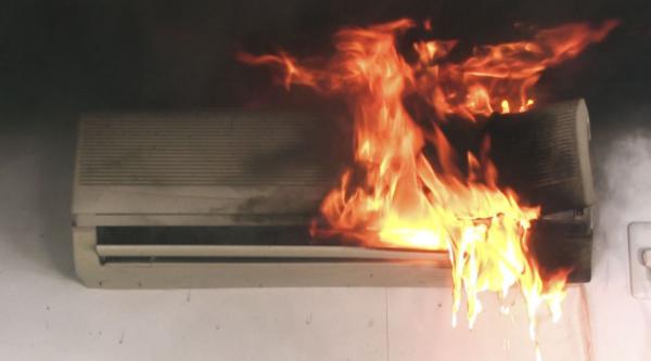 エアコンをアルコール消毒液で掃除すると火災になる可能性があります!